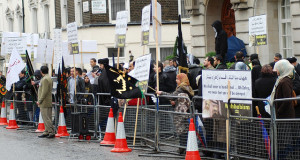 Protest outside Saudi Embassy - In response to the Wahabi aggression in the recent events in Medina on shia pilgrims. March 8, 2009. (Foto: MohaMmad@LI/flickr.com)