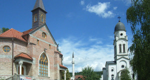 800px-Bosanska_Krupa_Churches